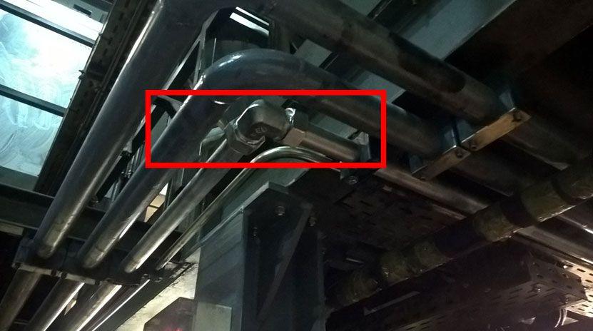 Угловые переходы были выполнены с применением стандартных угловых трубных фитингов высокого давления с врезными кольцами PSR типа.